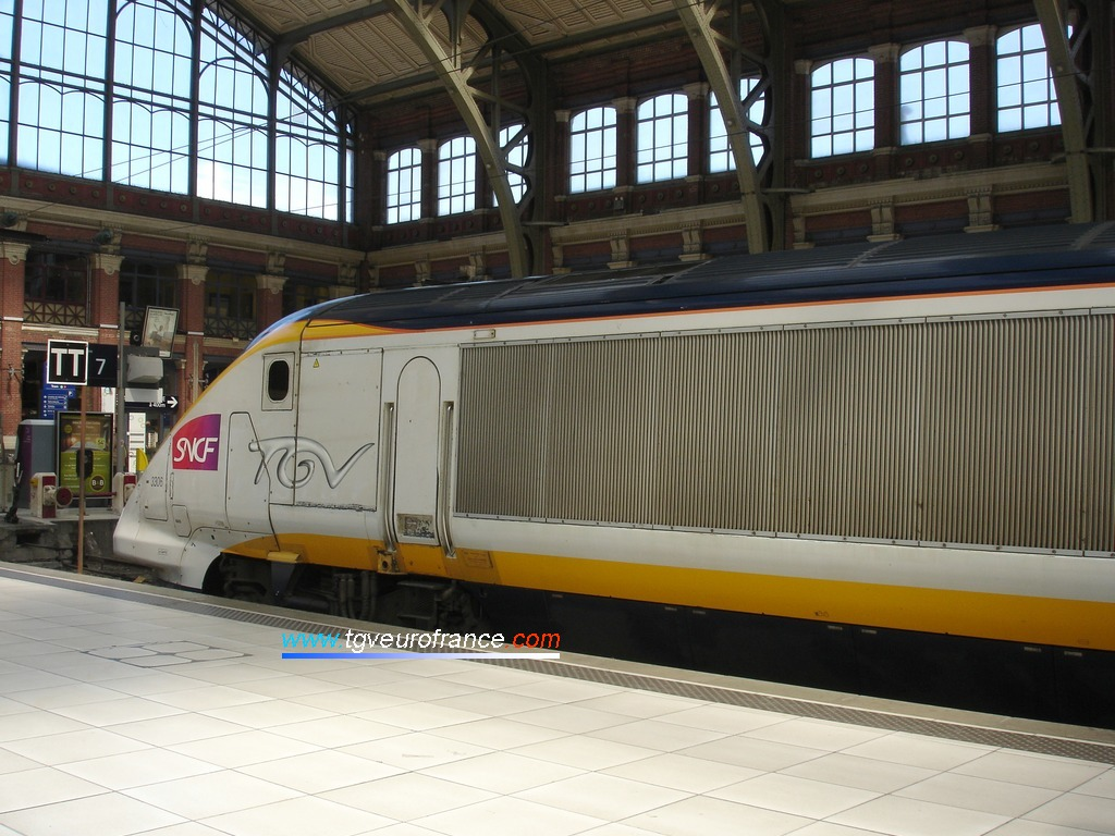 Le TGV NOL 3306 et ses 14 voitures en gare de Lille Flandres