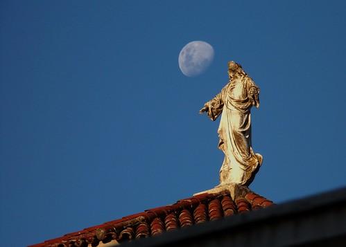 Cristo y la Luna