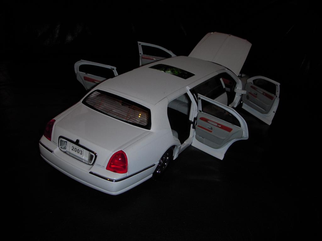 2003 lincoln town car limousine 014