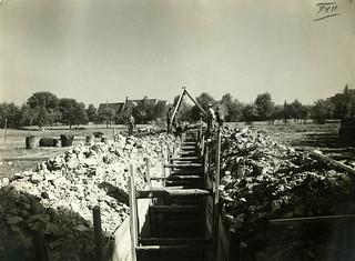 Leirsjøledningen legges (ca. 1924)
