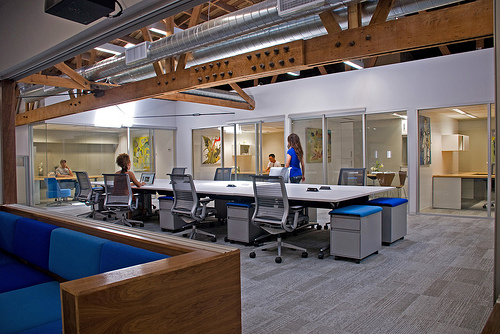 Workalicious blankspaces coworking in los angelos for Small shared office design