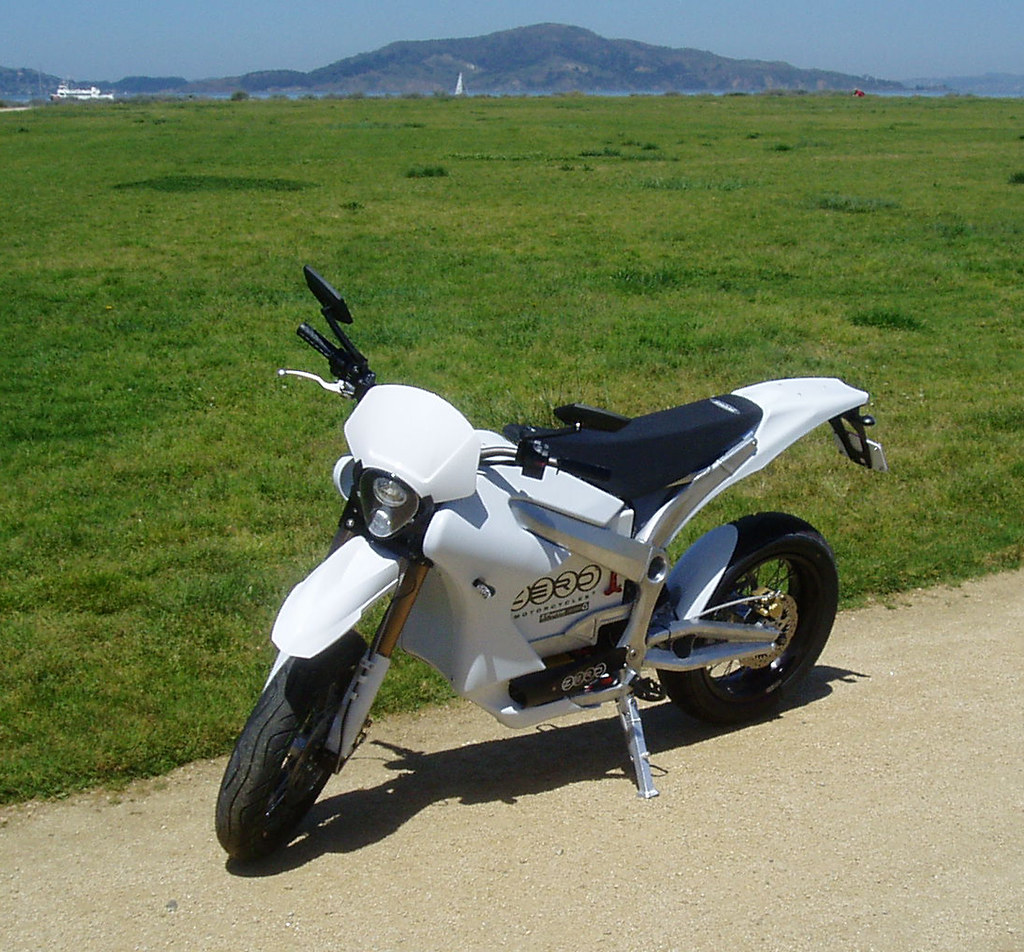 Zero S Motorcycle: A street-legal bike done Super-Moto-style