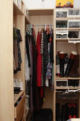 closet(1.0), furniture(1.0), room(1.0), cupboard(1.0), wardrobe(1.0),