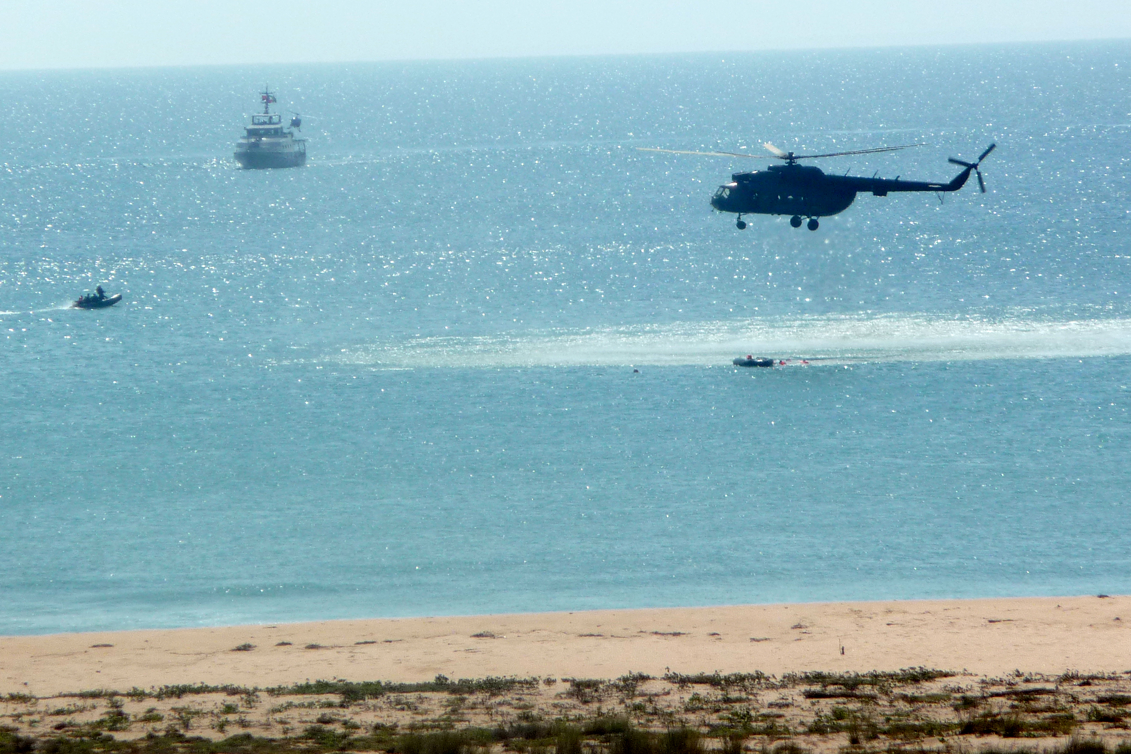 Armée Angolaise/Angolan Armed Forces - Page 2 4682413996_797c510665_o
