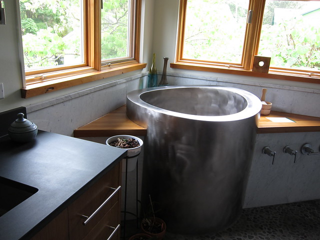 Japanese soaking tub | A very nice bathroom with a soaking ...