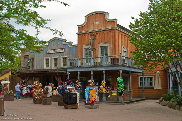 DLP Spring 2010 - Wandering through Frontierland