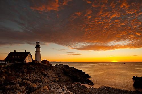 lighthouse sunrise maine canonef1740mmf4lusm capeelizabeth portlandheadlighthouse ftwilliamspark promastercircularpolarizer canoneos5dmkii