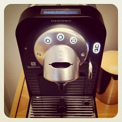 espresso(0.0), drink(0.0), machine(1.0), coffeemaker(1.0), espresso machine(1.0), small appliance(1.0),
