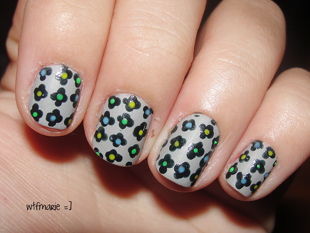 Flowers black and white nail art