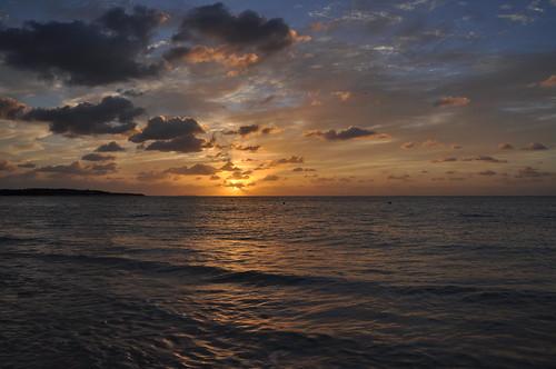 travel sky cloud japan sunrise landscape marine 日本 okinawa 沖縄 雲 旅行 海 空 風景 景色 kumeisland 久米島 d90 朝日 朝焼け イーフビーチ eefbeach afsdxnikkor18200mmf3556gedvrii