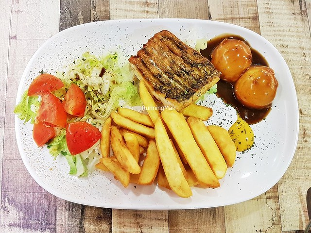 Pan-Fried Barramundi With Salad, Mashed Potatoes, Chips