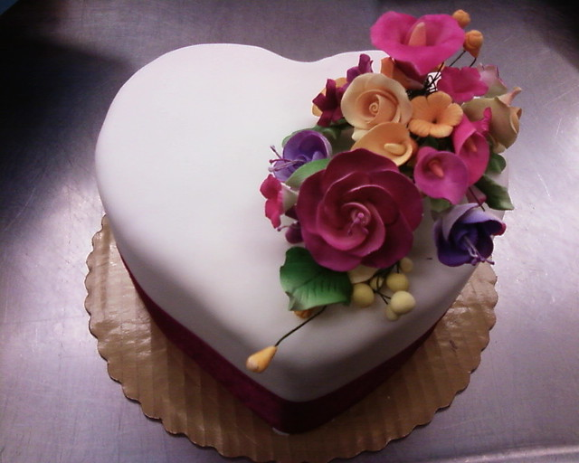 Heart Fondant Cake Images : heart fondant cake w gumpaste roses 2 Flickr - Photo ...