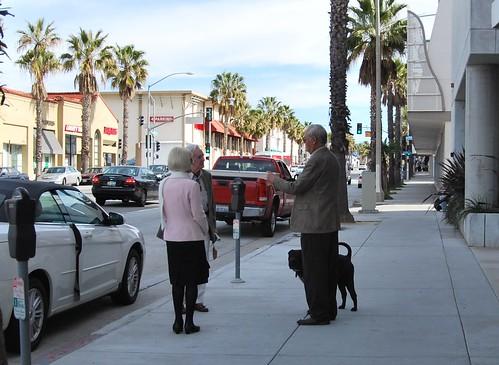 USA 2010 winter trip: neighbors talking in Santa Monica