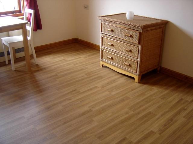 Non slip resistant vinyl vynil lino wood floor in nursing for Hardwood floors slippery