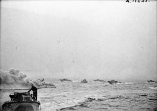 Landing craft taking part in Operation JUBILEE, the raid on Dieppe / Péniche de débarquement prenant part à l'opération « Jubilee », le raid sur Dieppe