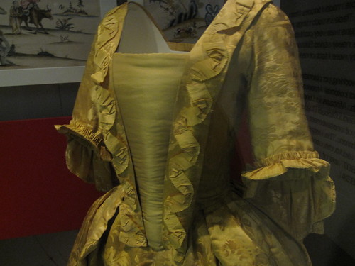 Museum of London: 1760 Chinese silk-damask Dress