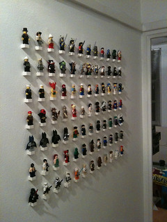 Minifig Collection on the wall (phase 2)