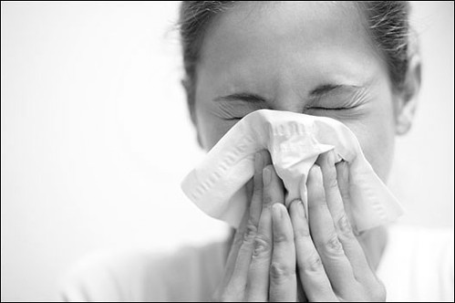 blowing-nose-in-tissue_h528