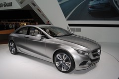 automobile(1.0), executive car(1.0), family car(1.0), wheel(1.0), vehicle(1.0), automotive design(1.0), mercedes-benz(1.0), mid-size car(1.0), mercedes-benz e-class(1.0), sedan(1.0), personal luxury car(1.0), land vehicle(1.0), luxury vehicle(1.0),