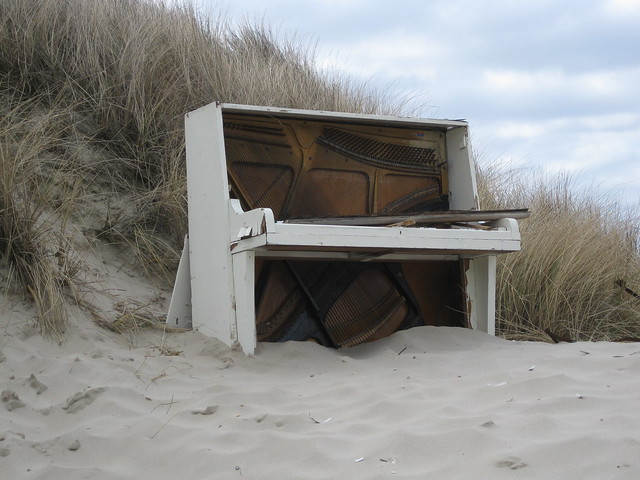 Piano on the beach | Flickr - Photo Sharing!