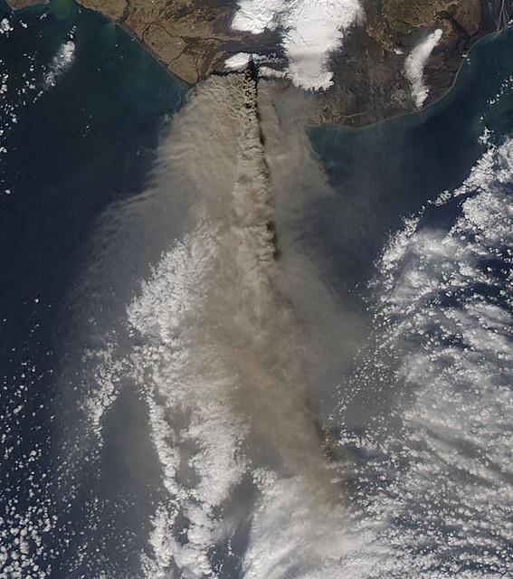 Eruption of Eyjafjallajökull Volcano, Iceland April 17 [Detail]