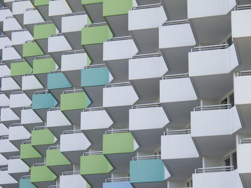 Fassade eines Hochhauses by ralfgosch