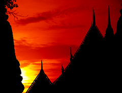 Sunrise over Wat Pho temple Bangkok