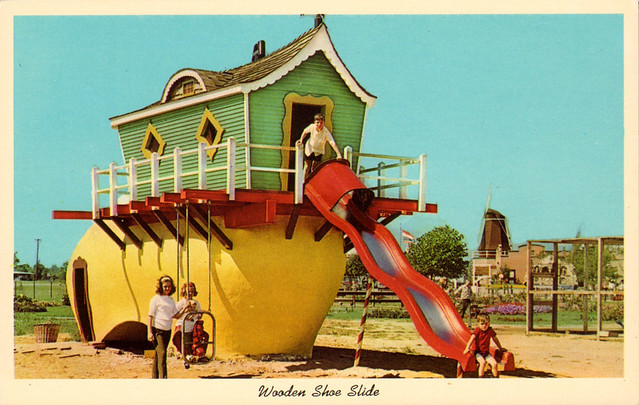 wooden_show_slide_dutch_village_holland_MI