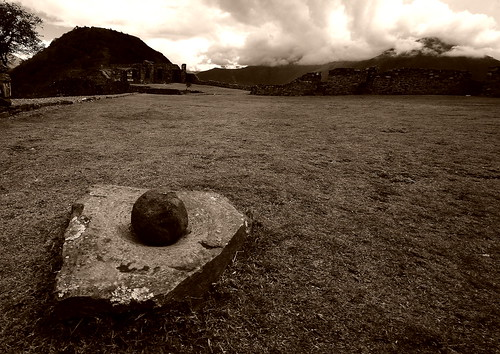 Pestle and mortar - Choquequirao - Peru