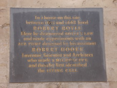 Photo of Robert Boyle and Robert Hooke black plaque