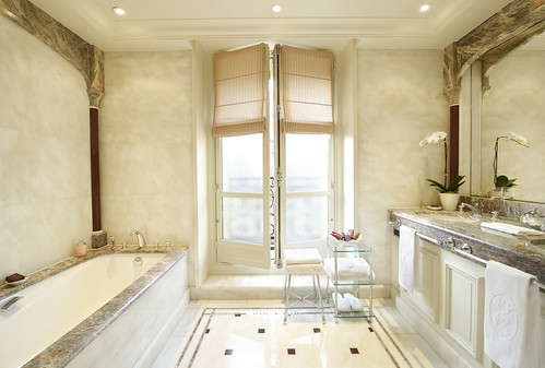 Elegant bathroom lighting for Bathroom ideas elegant