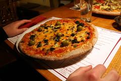 white/green pizza