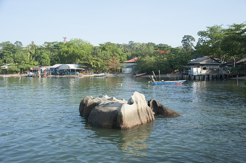 Pulau Ubin: Rhino rock and kampung on stilts from Ubin Jetty