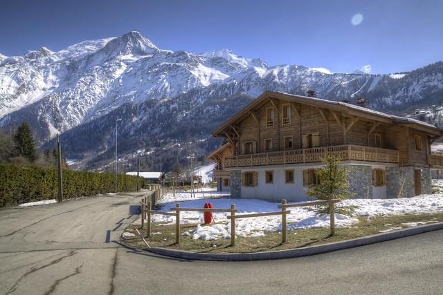 Les Houches Chalet HDR | Mont Blanc Backdrop - 無料写真検索fotoq