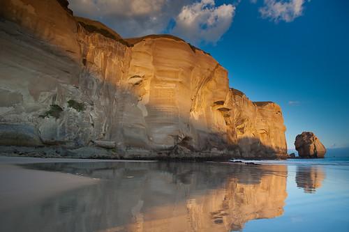 cloud beach horizontal reflections landscape sand waves cliffs nz dunedin tunnelbeach