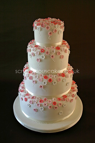 Wedding Cake (615) - Pink Daisies & Diamantes