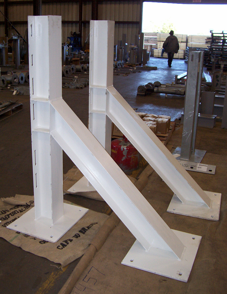 Structural Steel Pipes : Steel structural supports for an aluminum smelter plant in