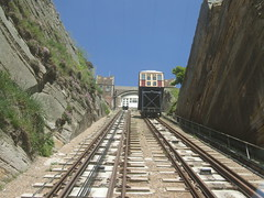 funicular(1.0), vehicle(1.0), train(1.0), transport(1.0), rail transport(1.0), public transport(1.0), rolling stock(1.0), track(1.0),
