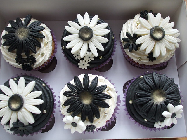 PRE WEDDING BLACK WHITE CUPCAKES These were ordered as a prewedding