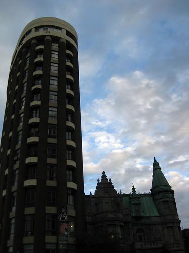 Photo Du Jour Collision Architecturale Spacing Montreal
