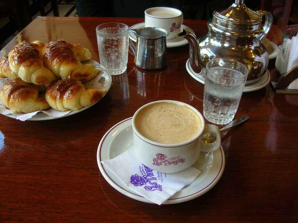 Resultado de imagen de cafe con violetas
