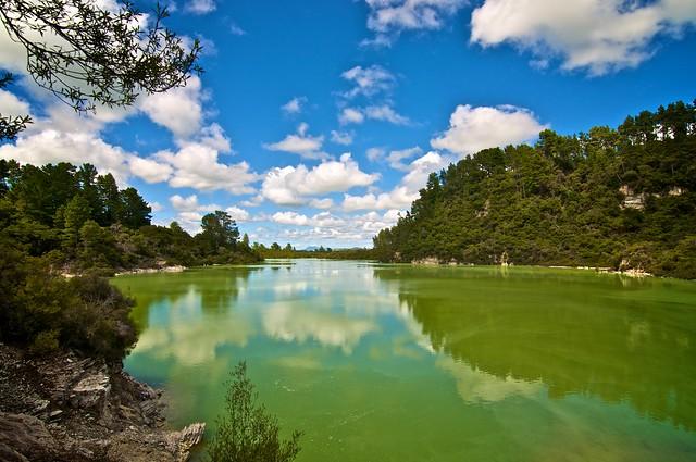 Lago Ngakoro. Área geotérmica de Wai-o-Tapu. Nueva Zelanda