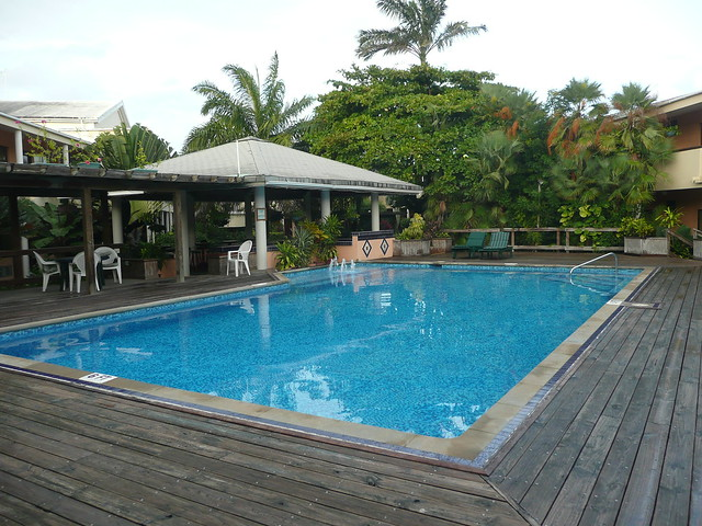 Swimming pool in the courtyard of the best western belize for Best western pool