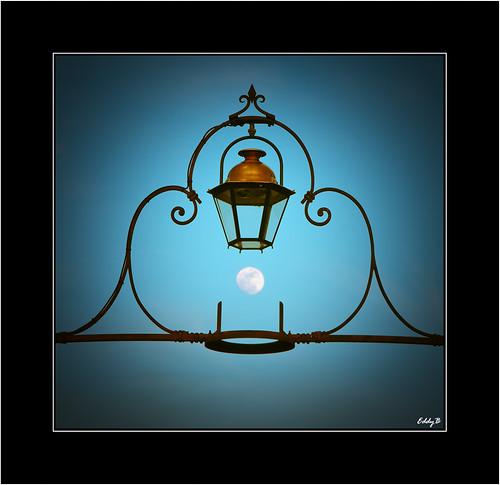 moon france nikon farola europa europe streetlamp luna aude francia carcassonne paragon languedocroussillon eddyb ltytr1 a3b d300s detalhesemferro languedocrosillon faroladelpuentoviejo oldbridgesstreetlamp