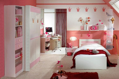 15-Cool-Ideas-for-pink-girls-bedrooms-8-554x369