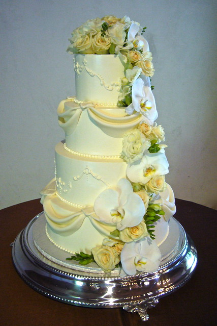 Cascading flowers - Buttercream - Wedding Cakes -
