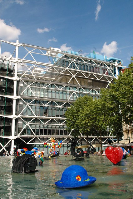 Jean Tinguely and Niki de Saint Phalle's La Fontaine Stravinsky (1983) in front of the Centre Georges Pompidou