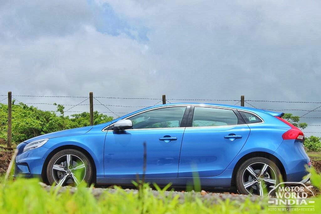 2017-Volvo-V40-R-Design-Exteriors (11)