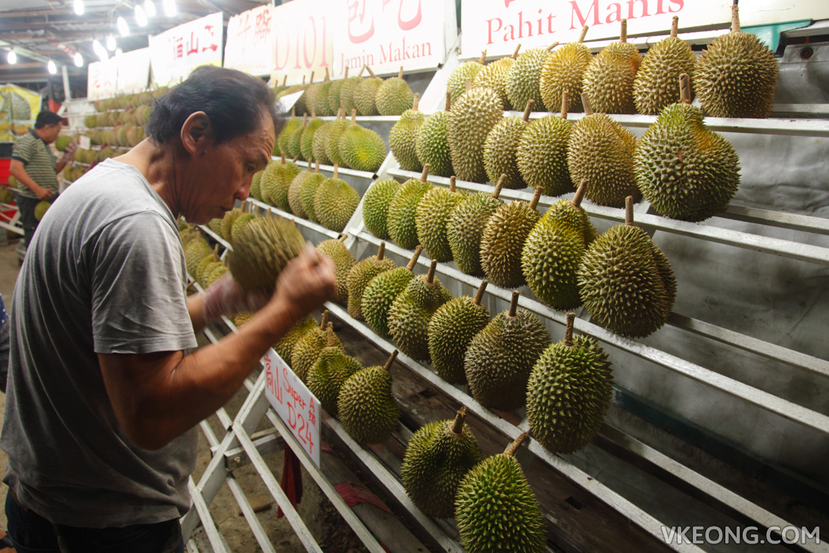 Chen Brothers Picking Durian