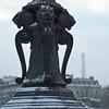 Les lions veillent sur la tour Eiffel cet hiver by -Jérôme-